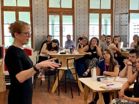 Equipe pedagógica participa de treinamento com consultora internacional da Red House