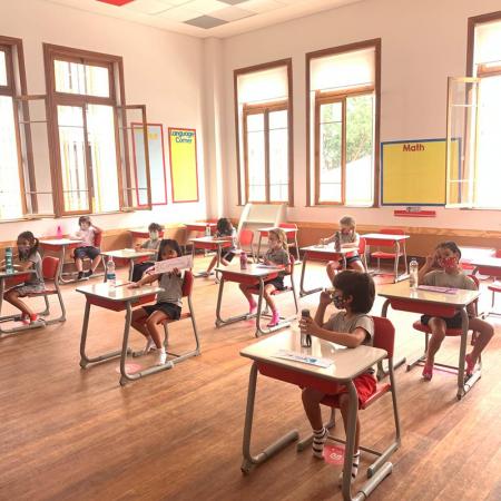 Alunos da Red House são surpreendidos no retorno à escola